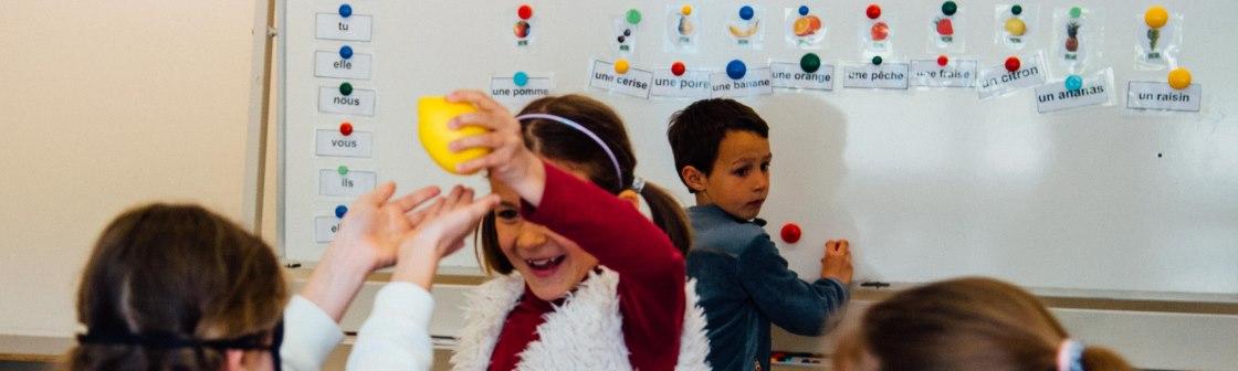 leuke en leerrijke kampen en lessen om via spelletjes en creatieve opdrachten Frans te leren
